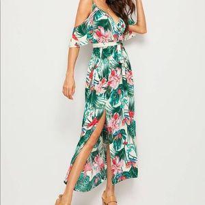 Dresses & Skirts - NWOT Cold Shoulder Midi Dress